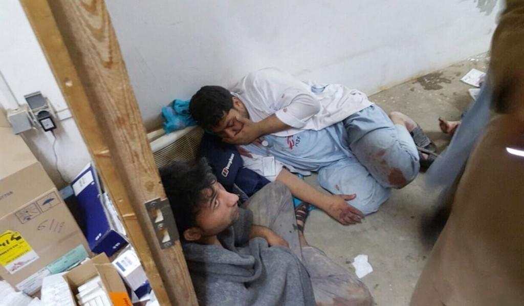 DØDE OG SKADDE: Bilde av skadde ansatte etter bombeangrepet i Afghanistan lørdag.
