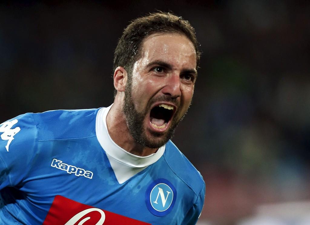 REISER NORDOVER? Gonzalo Higuain scoret mot Juventus i Serie A for noen uker siden. Argentineren er angivelig aktuel for en overgang til England i januar.