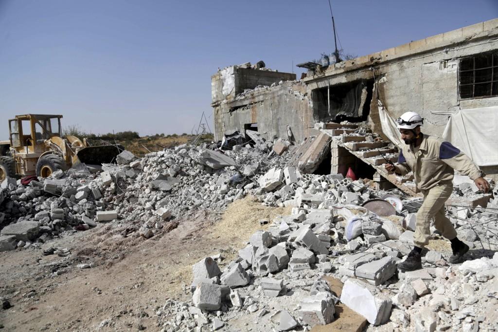 ANGREP: Ifølge aktivister sto Russland bak angrepet her i Ehsim på landsbygda sør i Idlib lørdag. Foto: Khalil Ashawi / Reuters / NTB scanpix