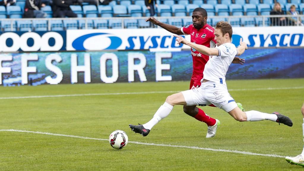 AVGJORDE: Odds Olivier Occéan scoret det avgjørende målet mot Haugesund. Her er spissen i duell med Haugesunds David Myrestam.