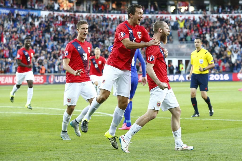 GOOOL: Jo Inge Berget sender Ullevaal til himmels med to mål mot Kroatia.