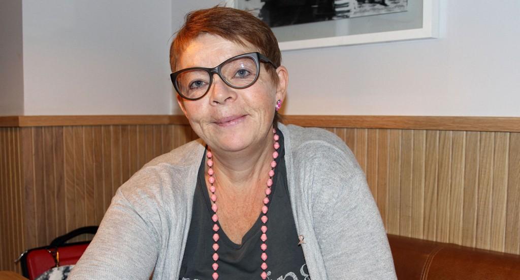 KREFTSYK: Trebarnsmoren Kristin Storhaug (55) har brystkreft med spredning, en kreftsykdom det ikke finnes medisiner mot. - Jeg ønsker å leve så lenge som mulig på grunn av barna mine, sier hun.