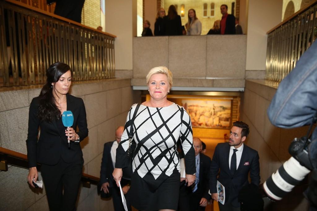 Finansminister Siv Jensen på vei inn til Stortinget for å holde finanstalen og legge fram statsbudsjettet onsdag.