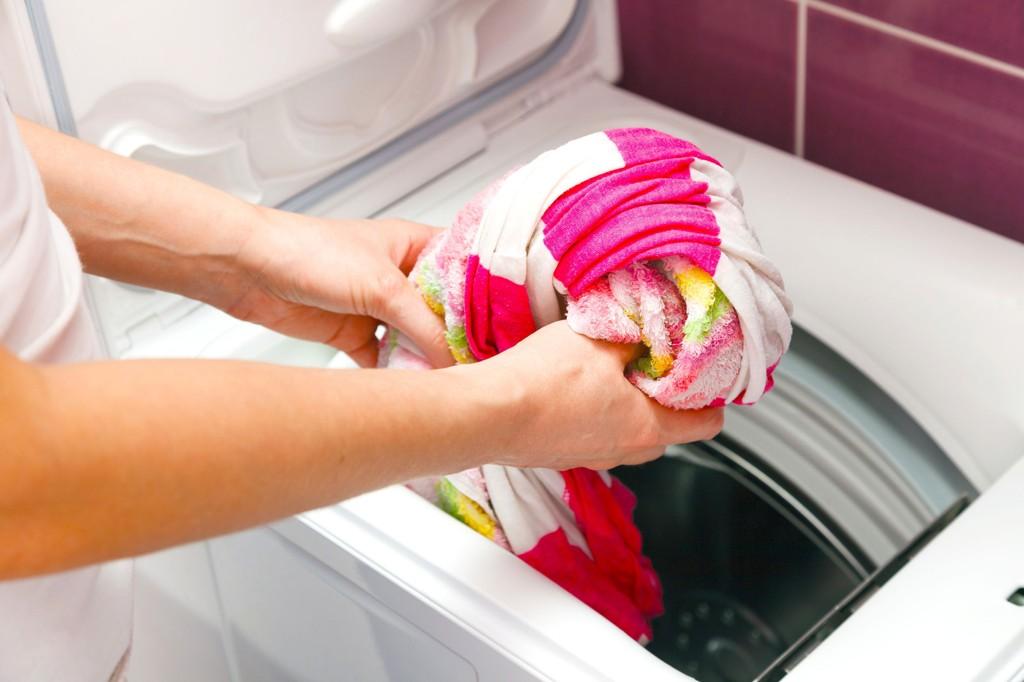 Hvordan få bort vond lukt i vaskemaskin