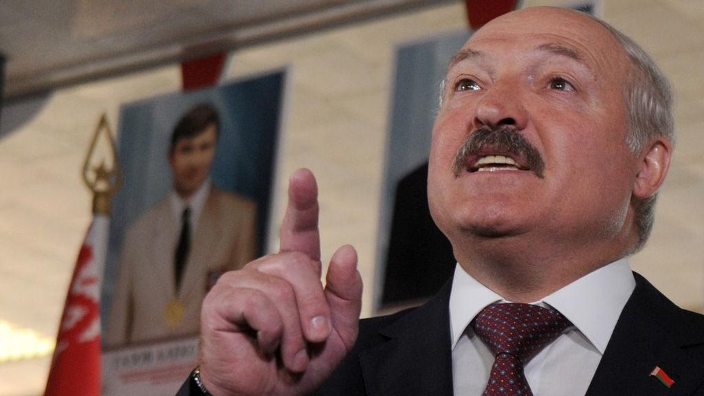 Hviterusslands president, Aleksandr Lukasjenko, Lukasjenko tok avstand fra Russlands annektering av Krim og inntok en meklerrolle mellom Russland og Ukraina. Det, sammen med løslatelsen av seks fengslede opposisjonsleder, har ført til at kritikken mot ham har blitt dempet.