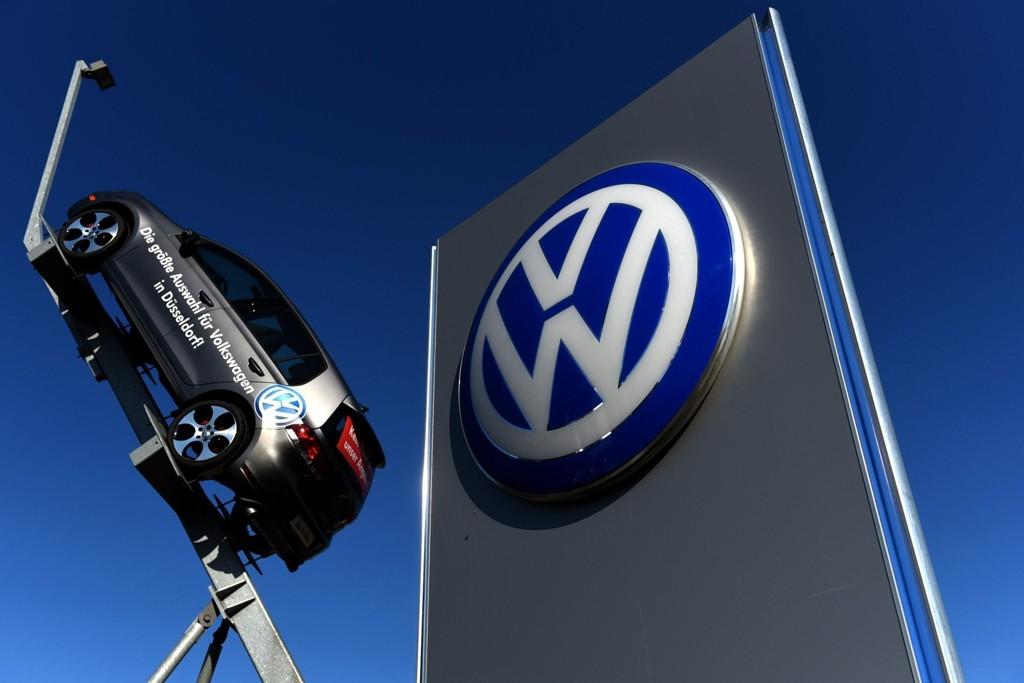 Illustrasjonsbilde: Uteområdet foran en VW-forhandler i Dusseldorf, Tyskland.