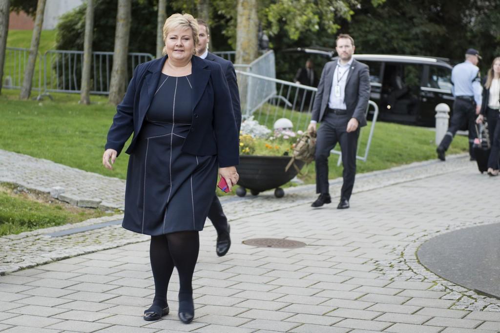 Statsminister Erna Solberg ankommer NATO-møtet i Stavanger forum.