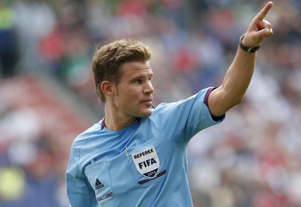 DØMMER: Felix Brych dømmer Norge mot Italia.