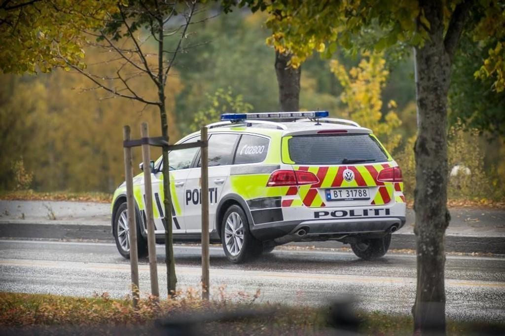 POLITIJAKT: Flere patruljer jaktet de to fangene. Foto: JENS H.HAUGEN (Glåmdalen)