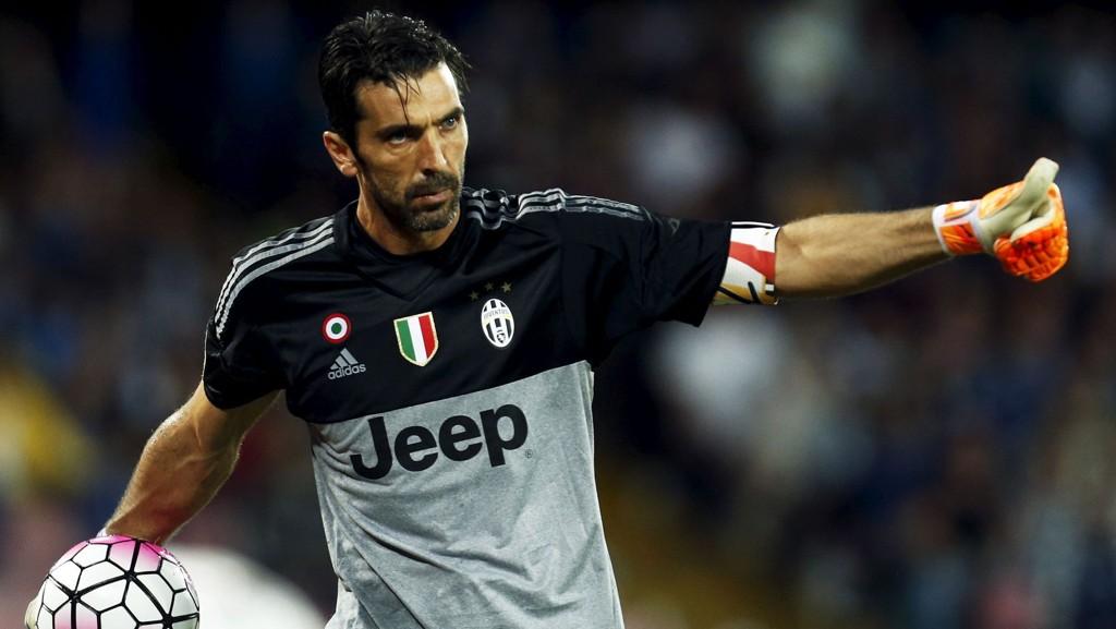 Gianluigi Buffon og hans Juventus møter Inter på San Siro i Milano til toppkamp søndag kveld.
