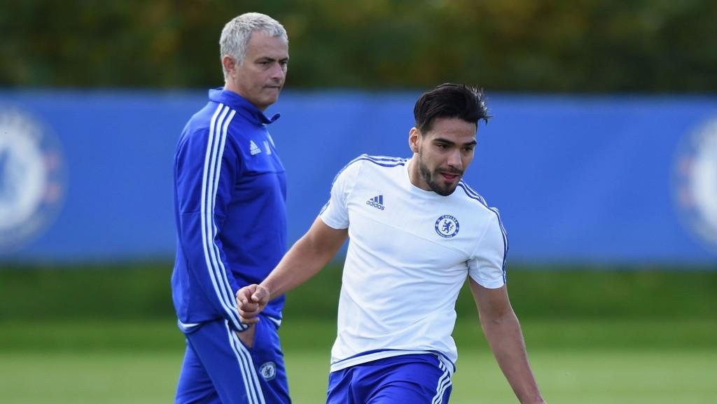 London Evening Standard mener Radamel Falcao har blitt frosset ut i Chelsea av manager Jose Mourinho.