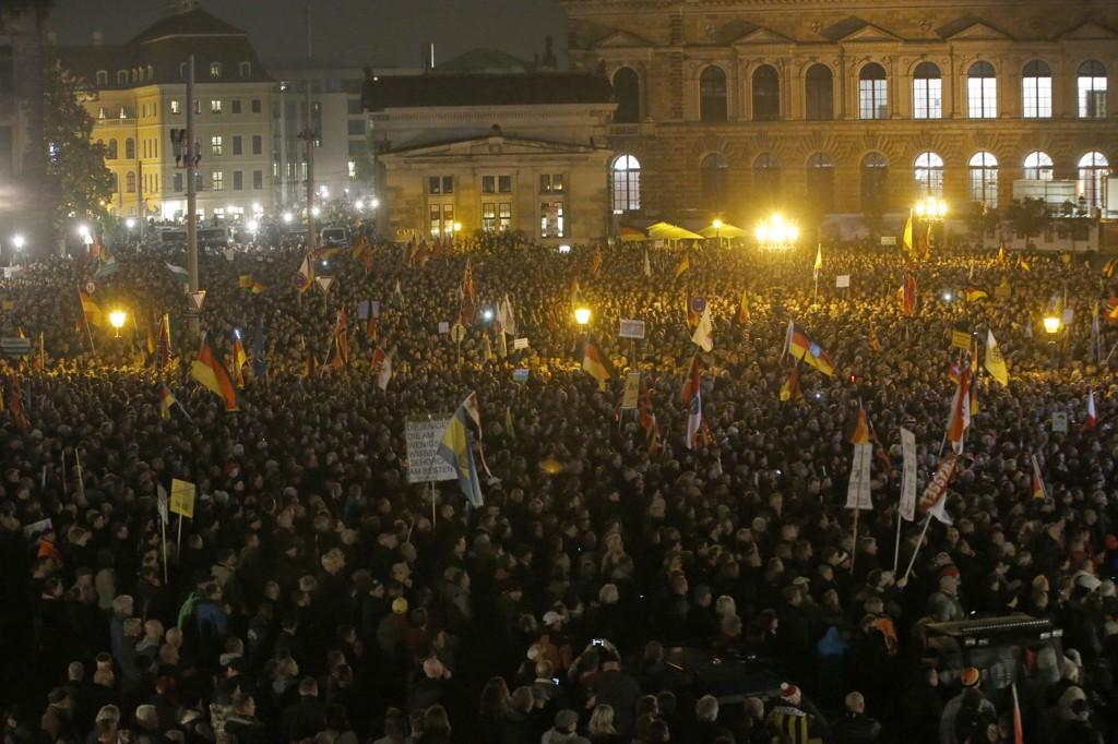 Den islamkritiske gruppen Pegida ble dannet i protest mot etableringen av nye asylmottak i Dresden for ett år siden. Mandag samlet de rundt 20.000 tilhengere i Dresden.