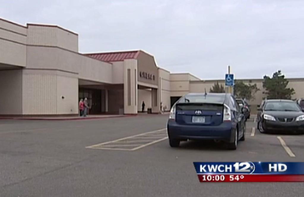 SKREMMENDE KINO: Publikum på Cinema 10 i Salina i Kansas fikk mer spenning enn de ønsket da et skudd gikk av under en filmforestilling fredag.