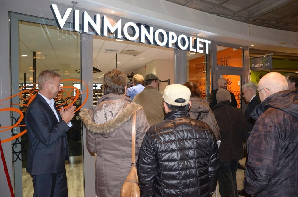 Innbyggerne i Oslo, Bærum, Bergen og Stavanger venter fortsatt på Vinmonopolet-utsalg som ble vedtatt i fjor høst.