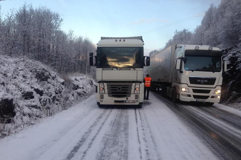 Illustrasjonsbilde: Vogntog på vinterføre.