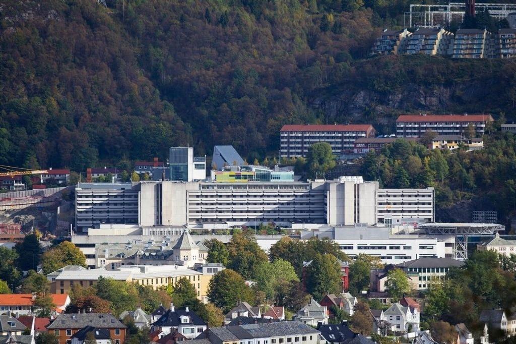 Med en pris på 1,1 millioner kroner per pasient per år, kan den nye behandlingen koste flere milliarder for helseregionene, påpeker helsedirektør. 1.500 lungekreftpasienter er aktuelle PD1-mottakere.Illustrasjonsbilde: Haukeland Universitetssykehus, Bergen.