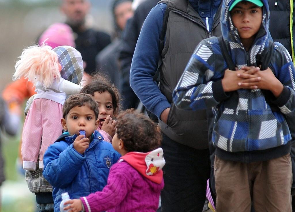 Hvert døgn kommer rundt 100 mindreårige asylsøkere bare til malmø kommune i Sverige. Bildet e4 tatt på grensen mellom Serbia og Kroatia onsdag.