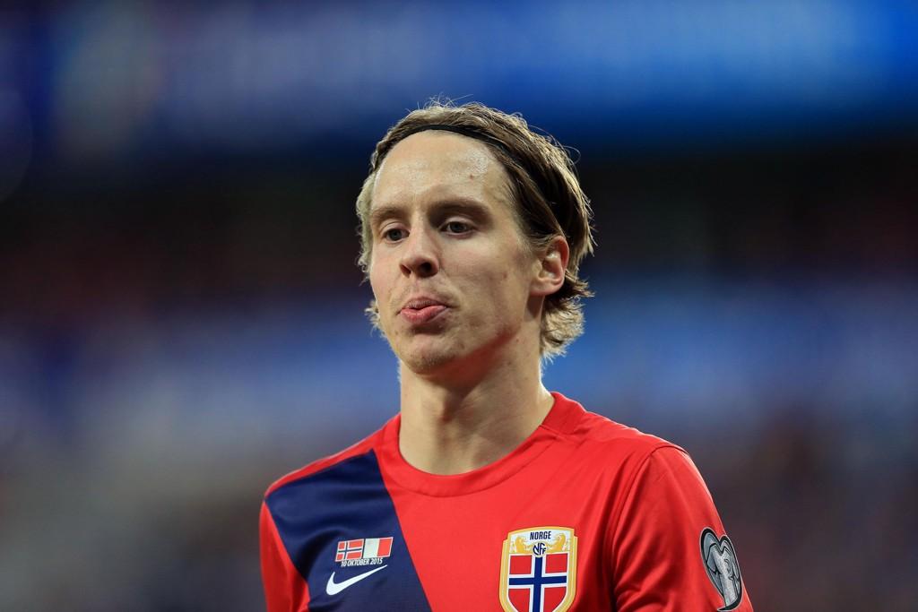 SKADET: Stefan Johansen har hatt smerter i ryggen, men likevel har han spilt fotball.