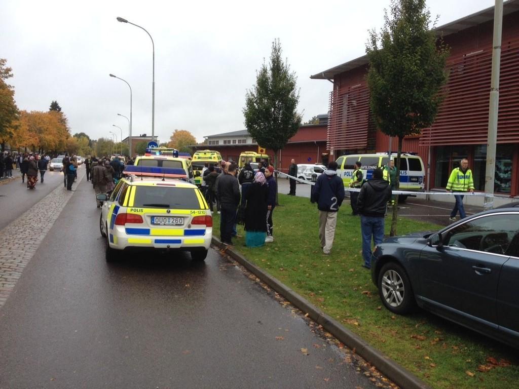 ANGREP MED SVERD: En mann angrep barn og voksne ved en skole i Trollhättan i Sverige torsdag.