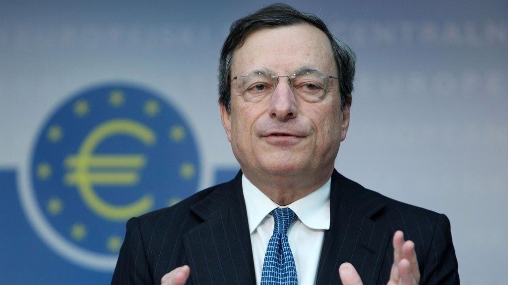 Den europeiske sentralbanken og Mario Draghi holder som ventet nøkkelrentene uendret etter dagens rentemøte.
