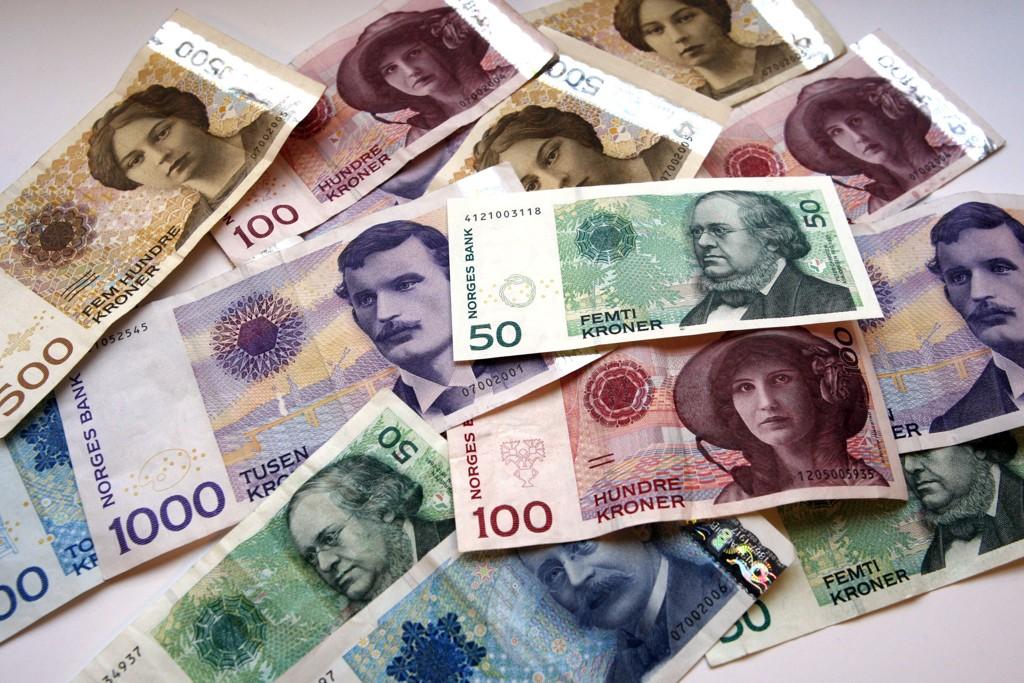 Internasjonal økonom mener det er en gjeldsboble i både Norge og Sverige, og at landenes økonomier er sårbare for eventuelle endringer i markedet.