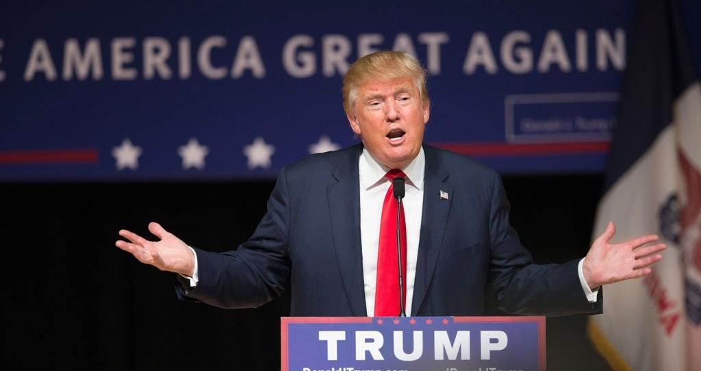 DONALD TRUMP skryter av at han ikke får støtte utenfra i sin valgkamp.