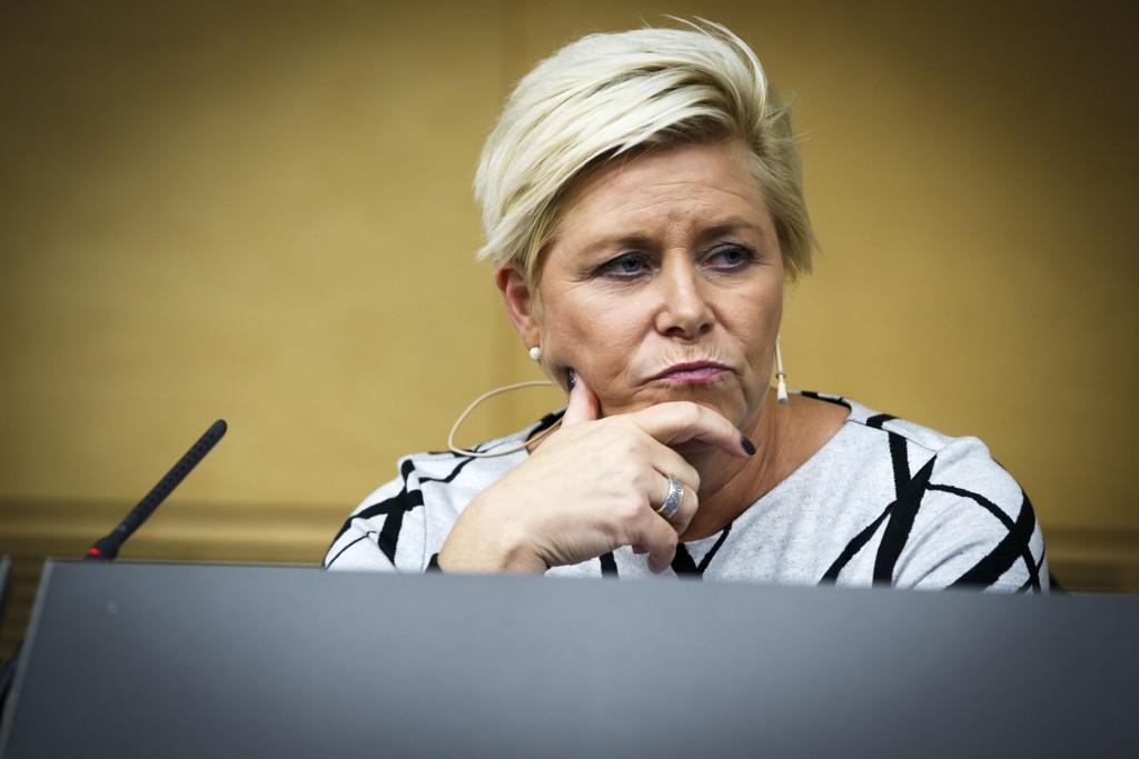 Det er viktig at vi både jobber med kostnadsreduserende tiltak og ikke minst at vi jobber med innstrammingstiltak som også kan være med på å påvirke strømmen av asylsøkere fremover, mener finansminister Siv Jensen.