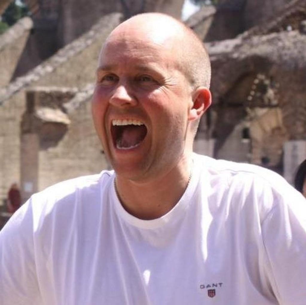 Nettavisens travekspert Rolf Lerum har all grunn til å smile etter lørdagens storgevinst i V75-spillet på Sørlandet.