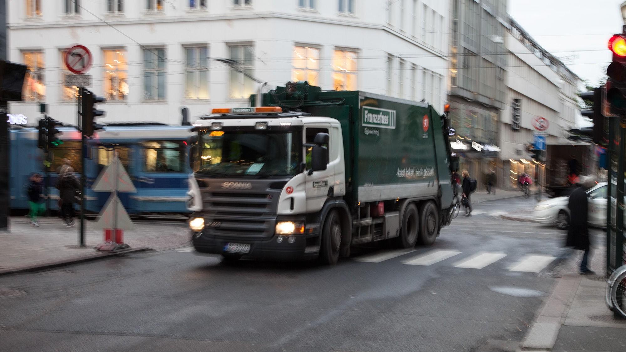FÅ PRIVATBILER: Den store majoriteten av trafikk innenfor Ring 1 er i dag kjøretøyer som også i fremtiden skal slippe frem - inkludert buss, lastebiler og taxi.