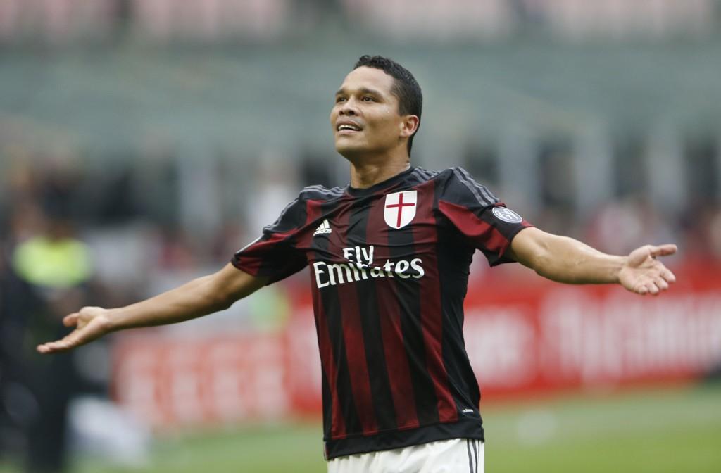 TIL MILAN: Mange ble overrasket da Carlos Bacca dro fra Sevilla til Milan før årets sesong.