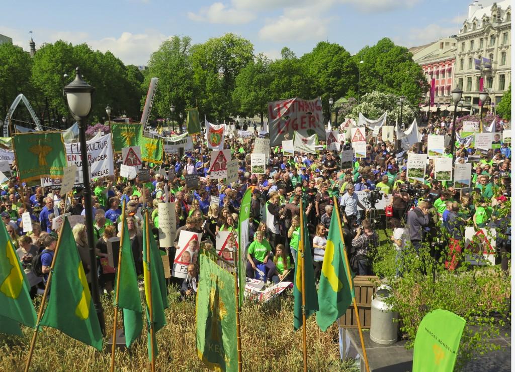 Bønder demonstrerer foran Stortinget i forbindelse med jordbruksoppgjøret i 2014.