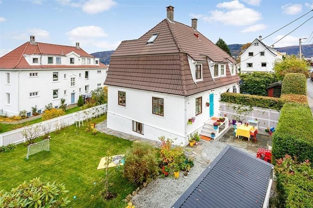 Denne tomannsboligen i Gabriel Tischendorfs vei på Damsgård var et hett objekt allerede da salget ble annonsert.