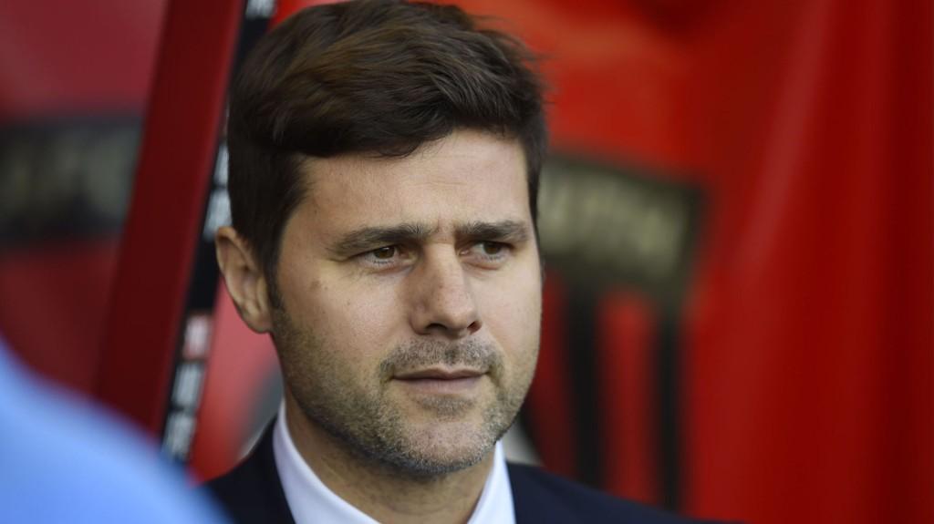 SMILER: Tottenhams hovedtrener, Mauricio Pochettino, ler av ryktene om at Harry Kane kan være på vei til Manchester United.