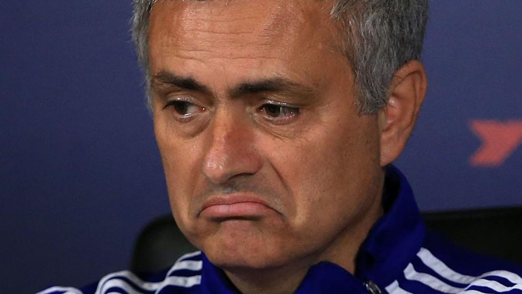 José Mourinho er ikke sikker på at Chelsea vil klare å bli blant de fire beste i serien.