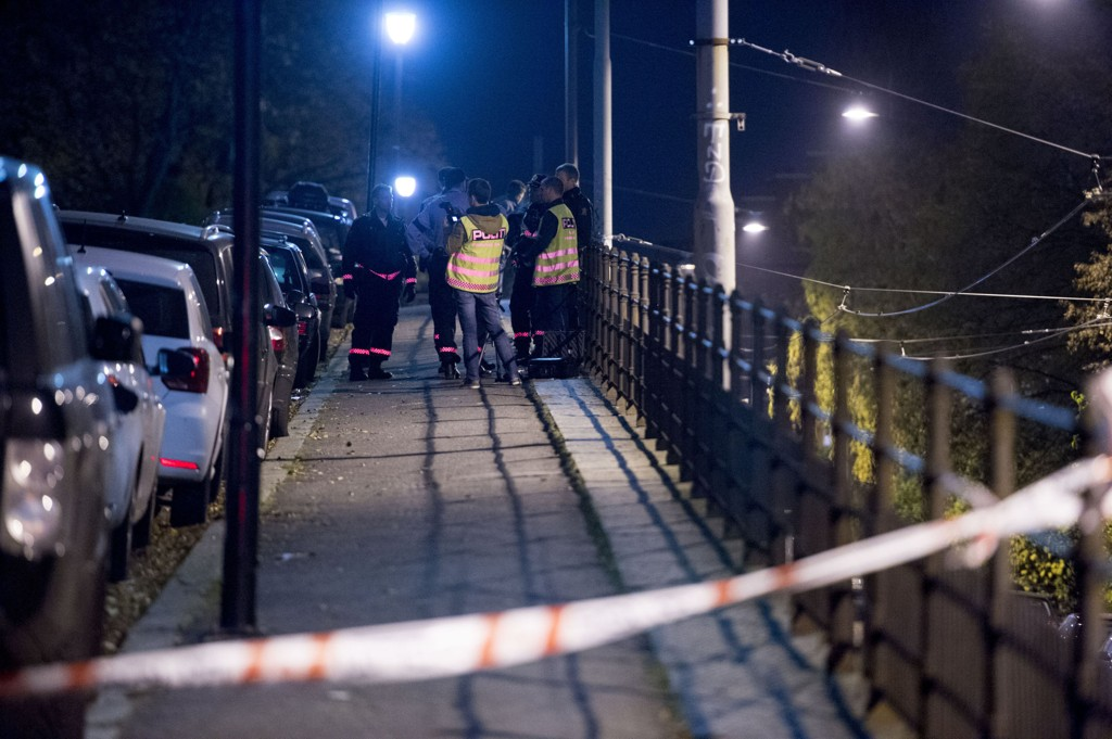 Politiet jobber ved Uranienborg kirke på Briskeby i Oslo etter et mulig ran fredag kveld. En person er sendt til sykehus, trolig med moderate skader.