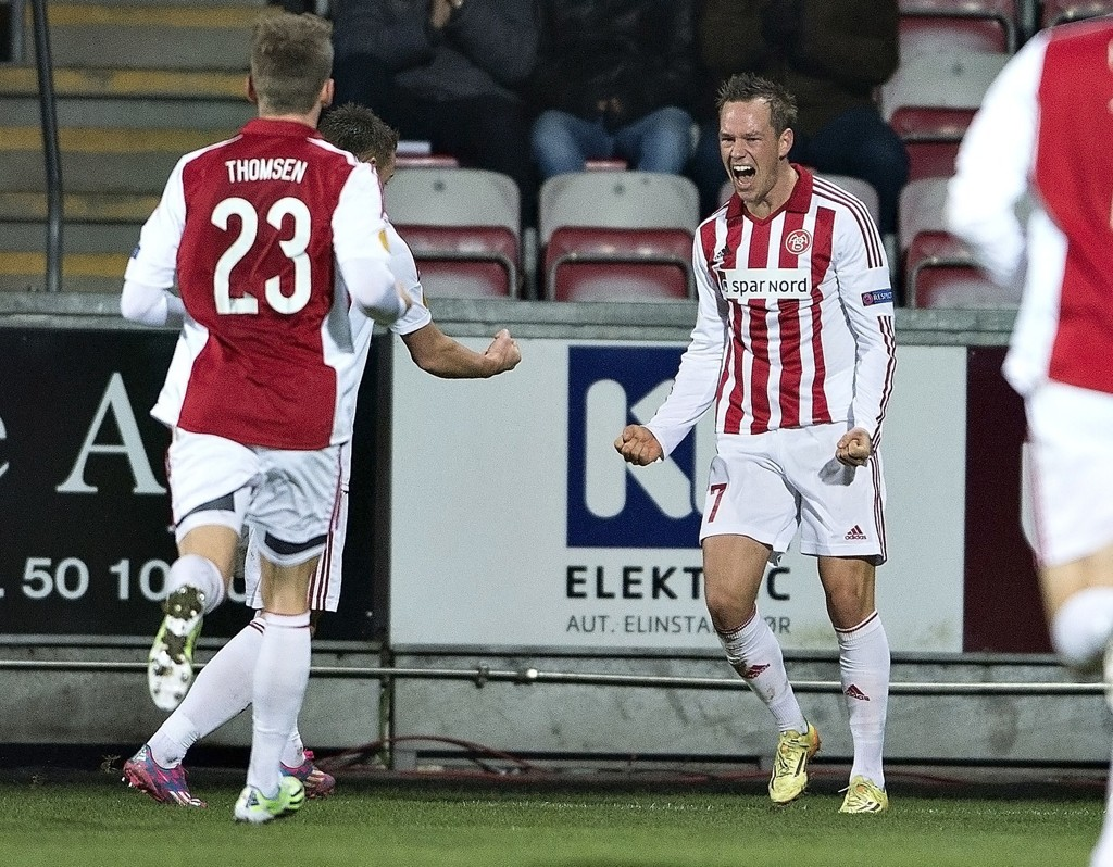 AaB's Thomas Enevoldsen jubler etter en scoring mot Steaua Bucuresti i forrige sesongs Europa League.