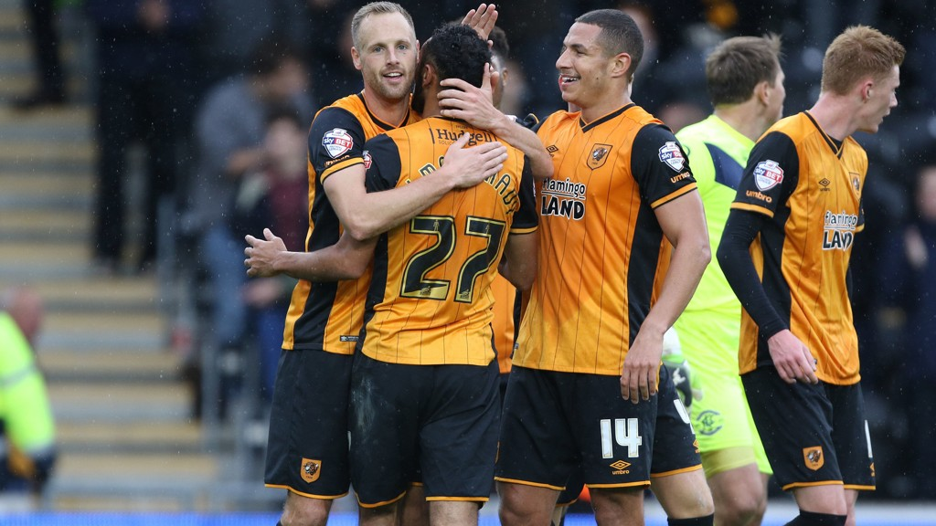 Hulls David Meyler jubler etter scoring sammen med lagkameratene Ahmed Elmohamady og Jake Livermor.