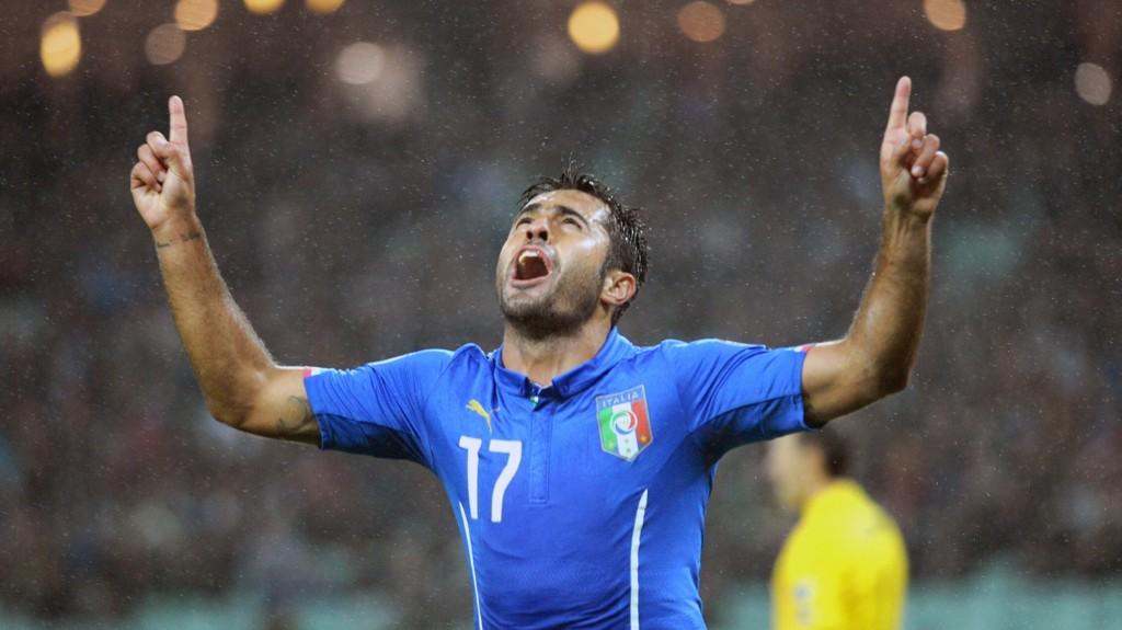 Italias landslagsspiss og Sampdoria-spiller Eder jubler etter scoring for Italia mot Aserbadsjan i oktober.