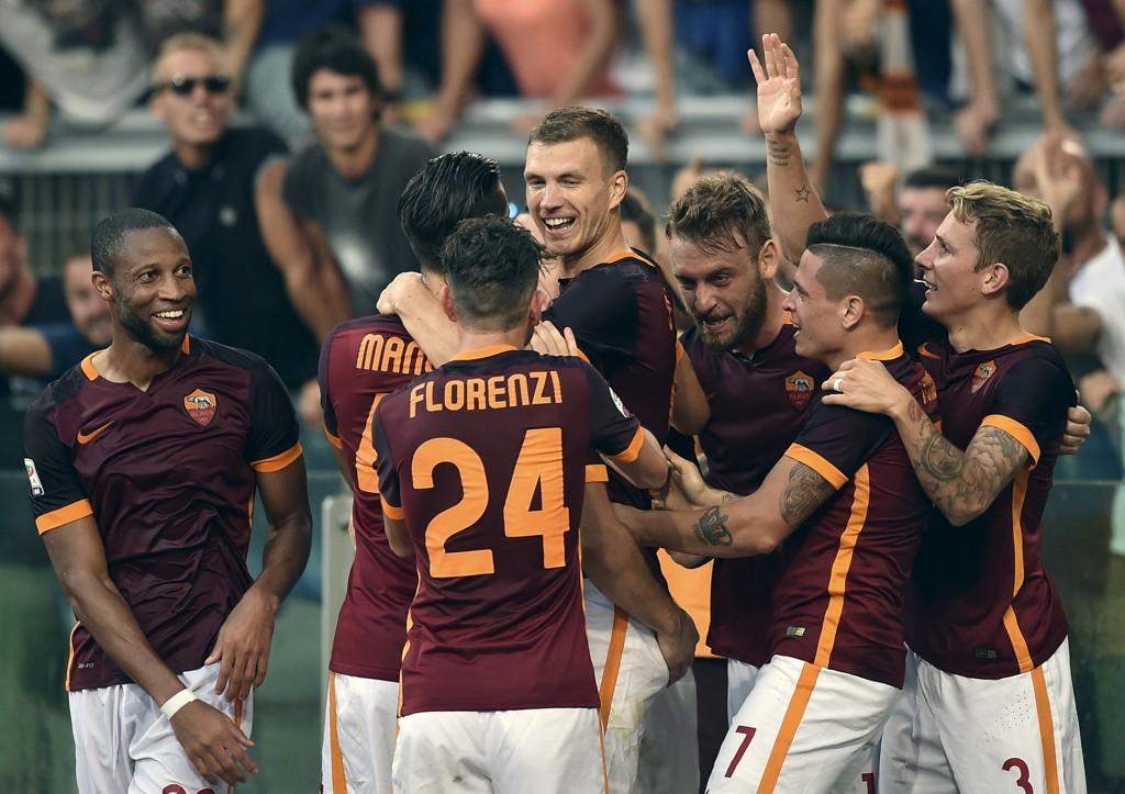 Roma-spillerne jubler etter scoring i en tidligere seriekamp denne sesongen.
