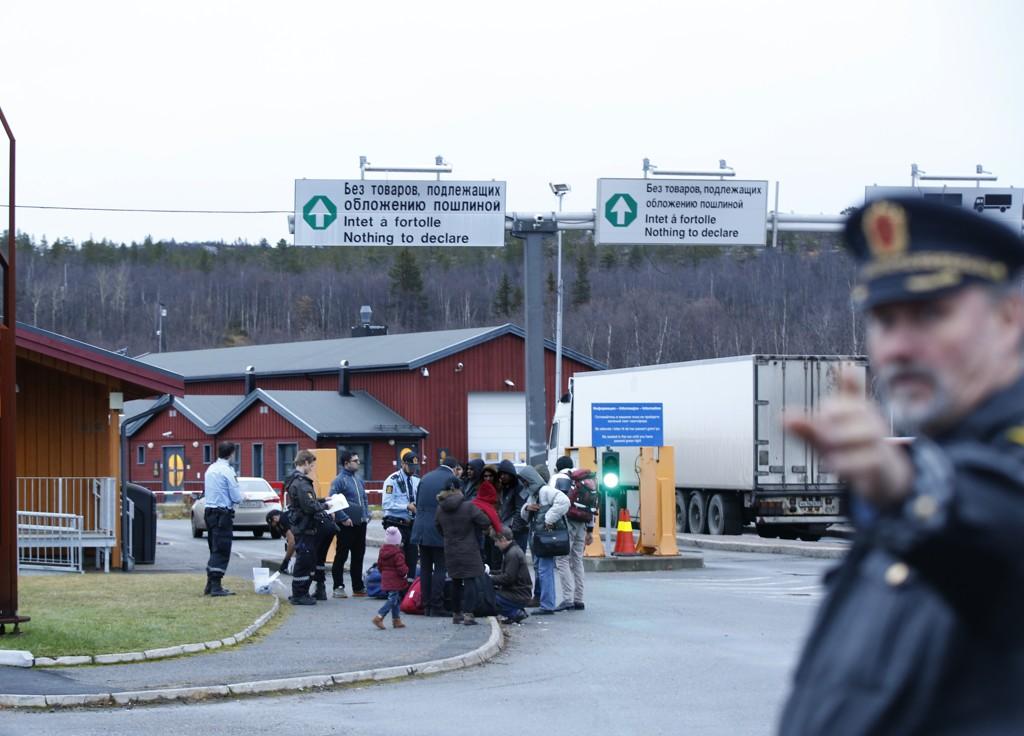 En gruppe asylsøkere som har kommet over Storskog grensekontrollsted utenfor Kirkenes. Bildet er tatt tidligere.