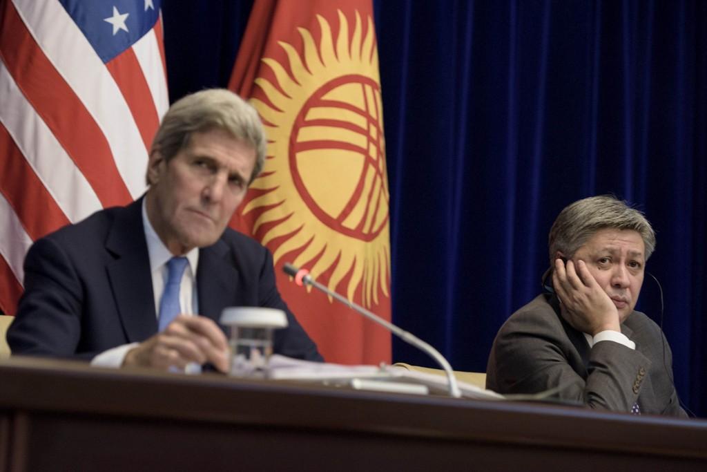 - Klimaendringer gjorde borgerkrigen i Syria langt verre, uttaler USAs utenriksminister John Kerry ifølge Washington Examiner. Her avbildet under et møte med Kirgisistan utenriksminister Erlan Abdyldajev (til høyre).