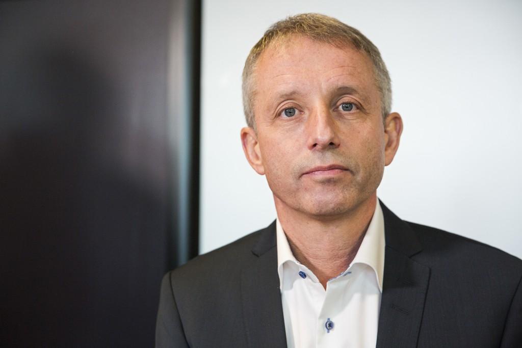 MØTTE PRESSEN: Korrupsjonssiktede Jo Lunder møtte pressen i lokalen til sin advokat Cato Schiøtz onsdag.