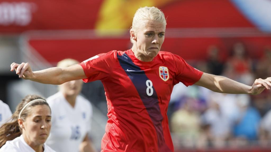 Landslagsjef Roger Finjord mener Solveig Gulbrandsen ikke er god nok for den norske førsteelleveren lenger.