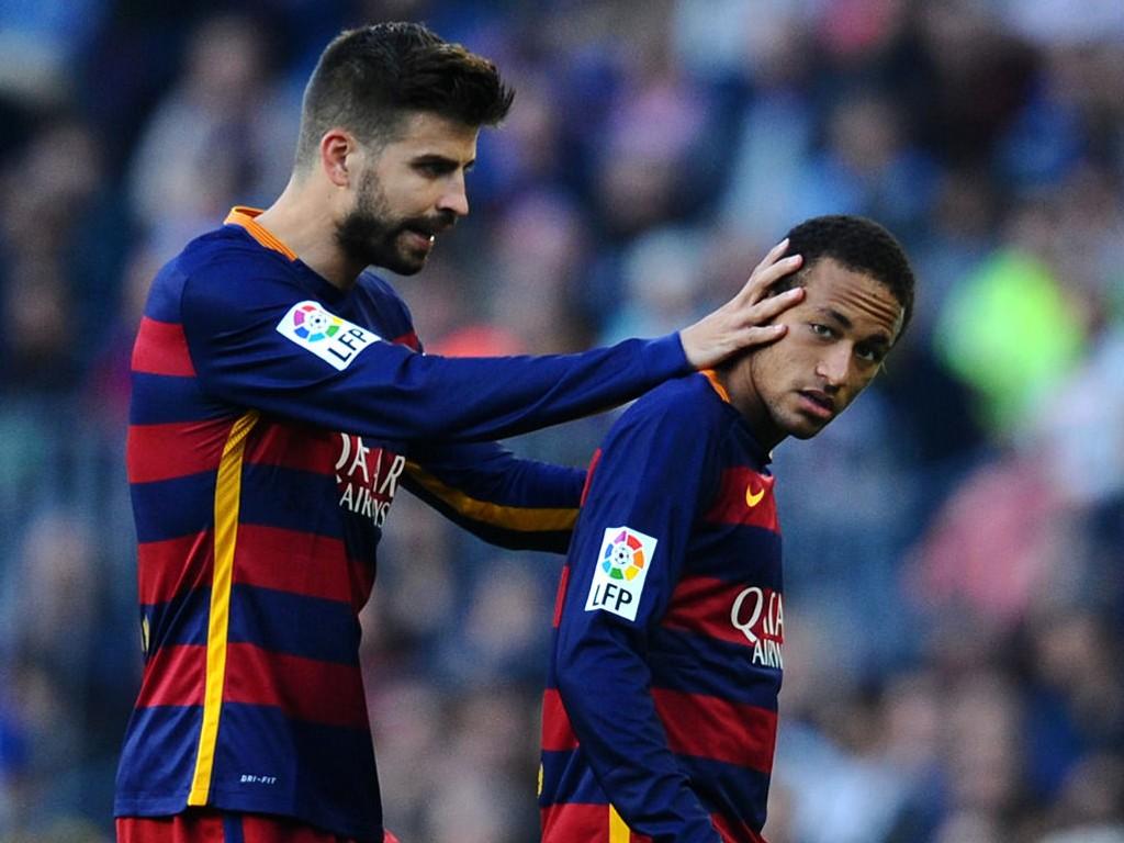 OVERBEVIST: Gerard Pique (til venstre) føler seg sikker på at de spanske toppklubbene ikke kunne marsjert inn i Premier League og vunnet ligatittelen. Her sammen med Neymar under serieoppgjøret mot Villarreal på Camp Nou nytlig.