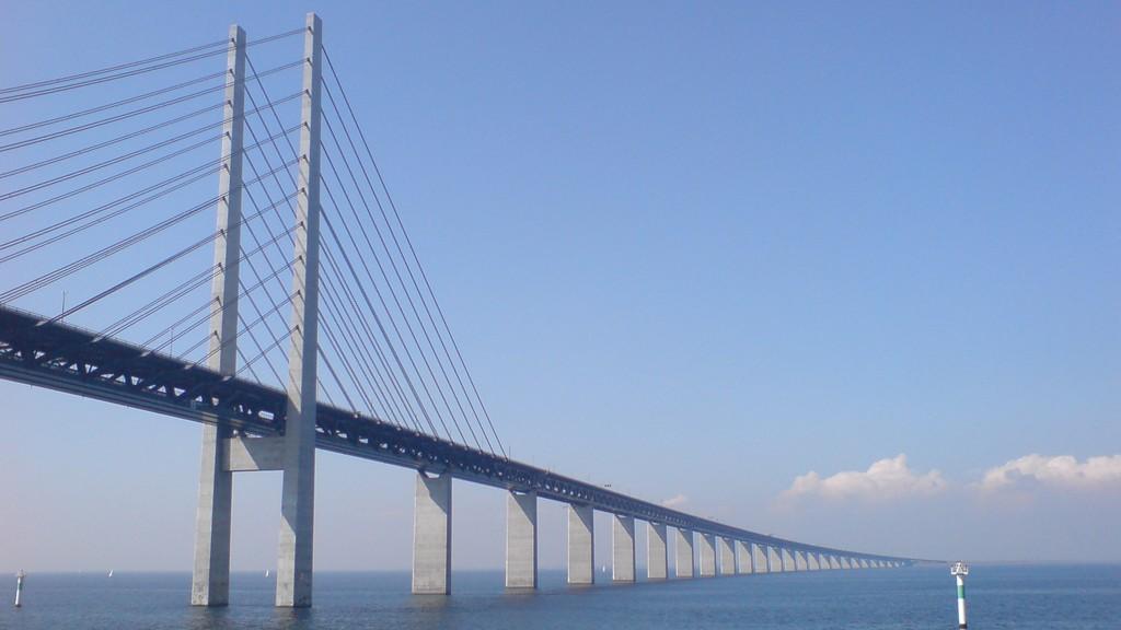 GRENSEKONTROLL: Svenske myndigheter innfører grensekontroll blant annet på Øresundsbroen.
