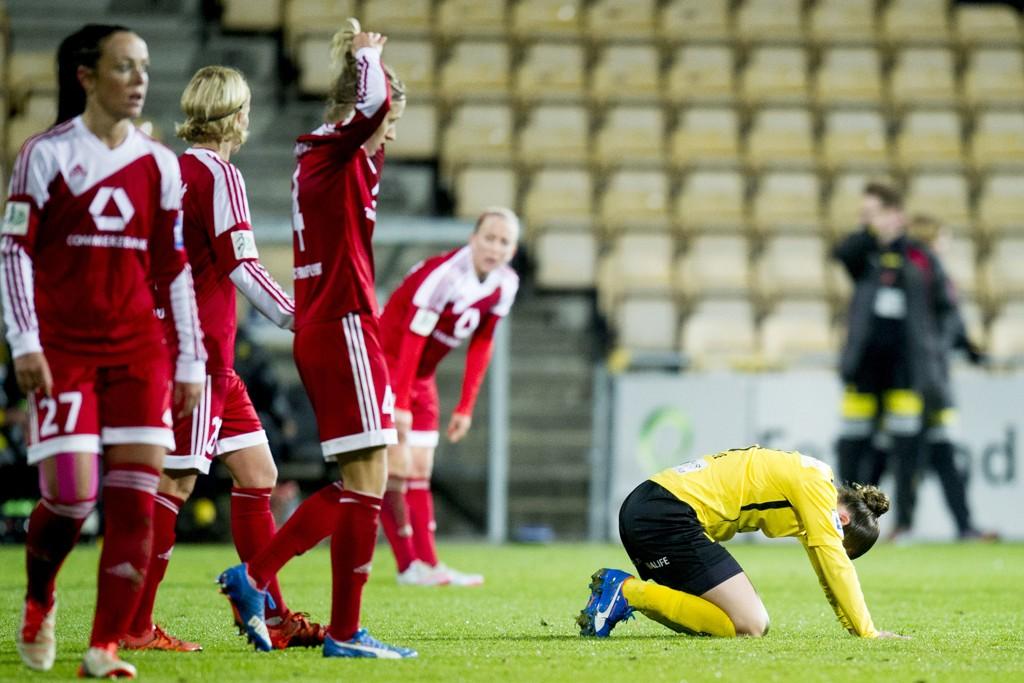 I KNESTÅENDE: Mye skal til om LSK og Sherida Spitse (gul drakt) skal klare å reise seg i returoppgjøret mot Frankfurt i Tyskland etter 0-2 hjemme..