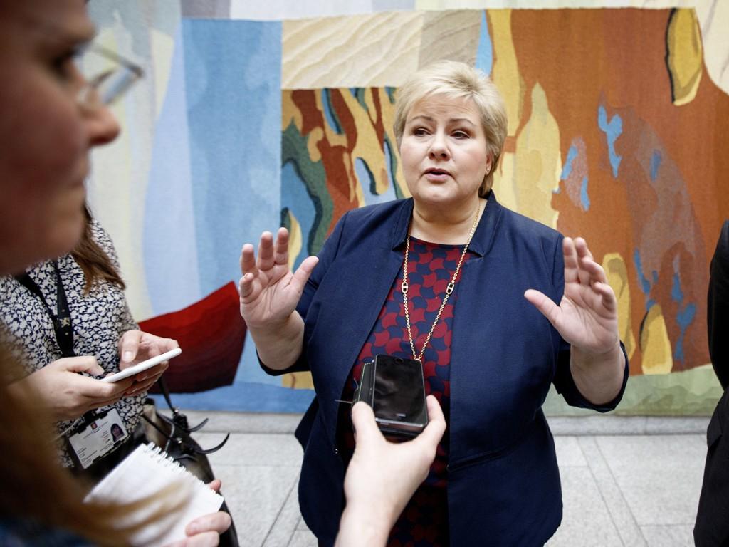 Statsminister Erna Solberg (H) sier Norge har nok flyktninger selv om vi ikke også skal hjelpe Sverige.