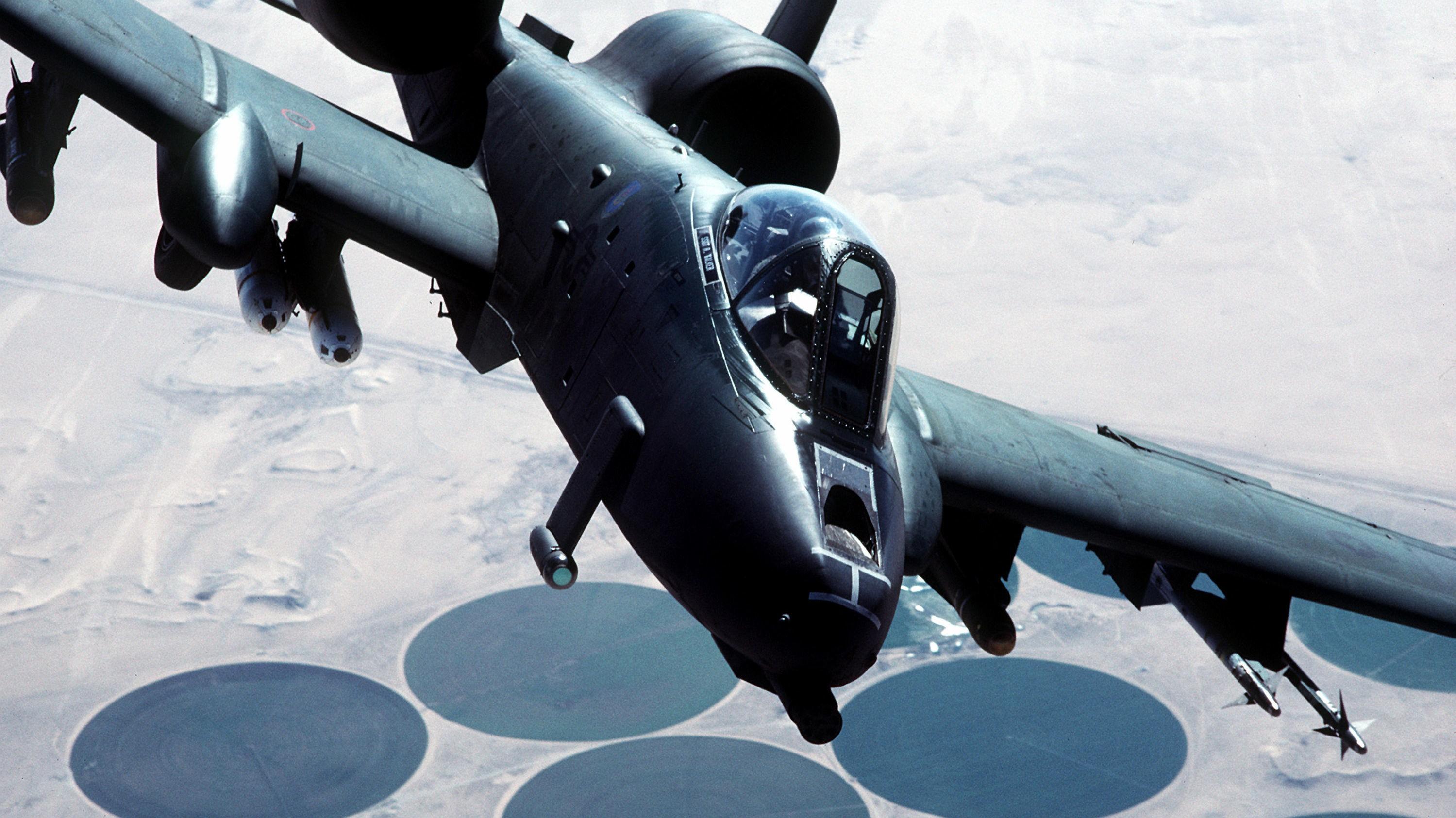 A-10 Thunderbolt II - bedre kjent som Warthog - er i praksis et flyvende maskingevær.