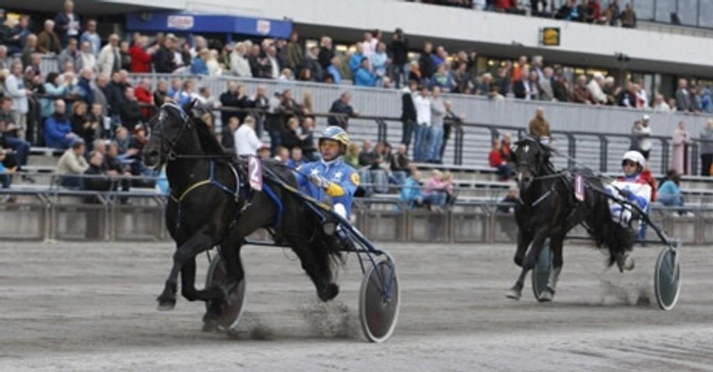Jan-Olov Persson kjører en av dagens tyngste favoritter til lunsj.