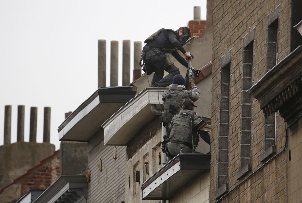 Belgiske spesialstyrker ved en leilighet i Belgia.